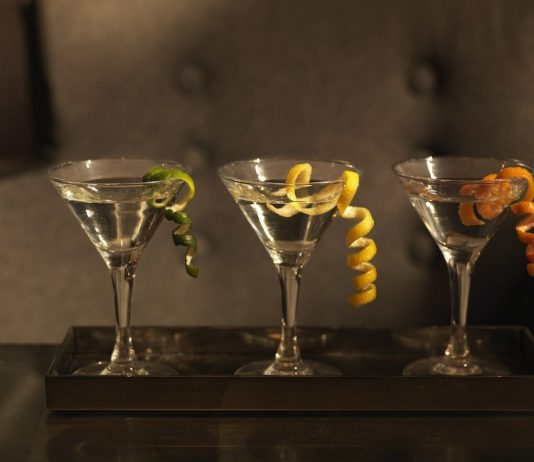 Martini cocktail maken